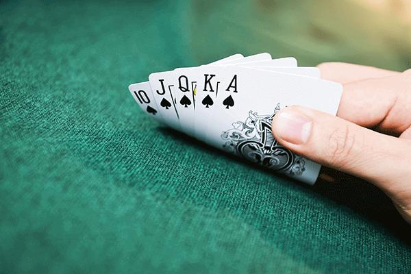 Pokerikädet todennäköisyys
